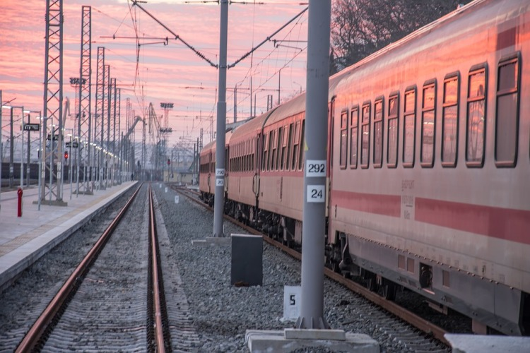 train-2070736_960_720